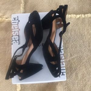 Open toe NWT suede pumps 10